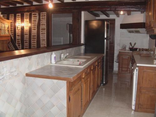 Cuisine ou kitchenette dans l'établissement Gite De Malvoue