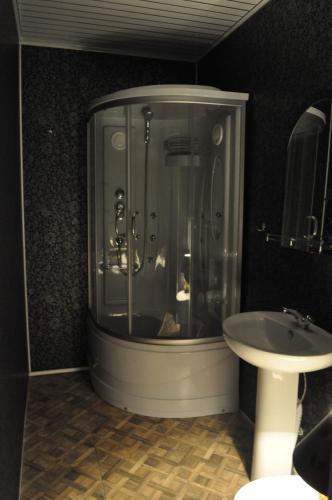 A bathroom at Guest House Baykalskiy Ochag