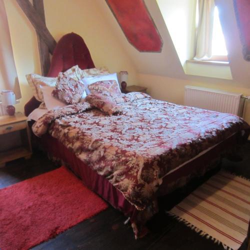 מיטה או מיטות בחדר ב-Pensiune Citadela Sighisoara