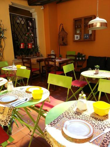 A restaurant or other place to eat at Hotel Garni Giacometti
