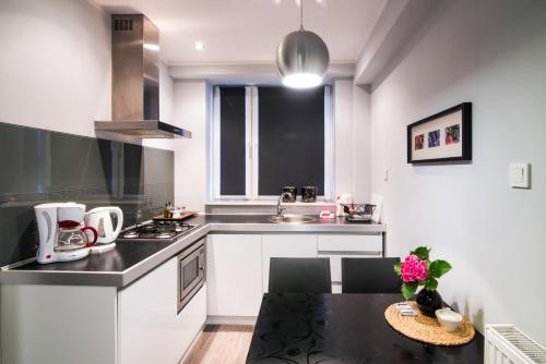 A kitchen or kitchenette at Apartamenty Algador