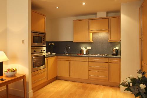 A kitchen or kitchenette at SACO Glasgow - Cochrane Street