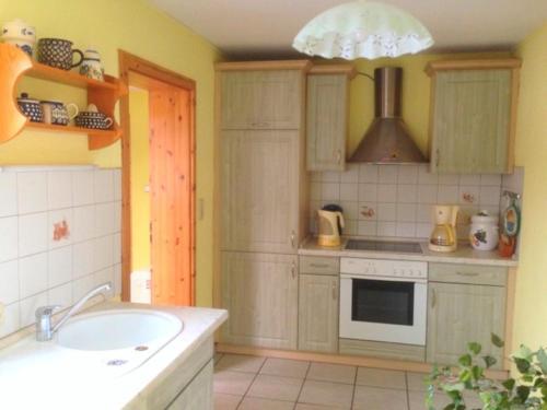 Küche/Küchenzeile in der Unterkunft Bungalow mit Kamin in Ribnitz-Damgarten