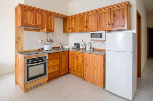 A kitchen or kitchenette at Horizon Complex