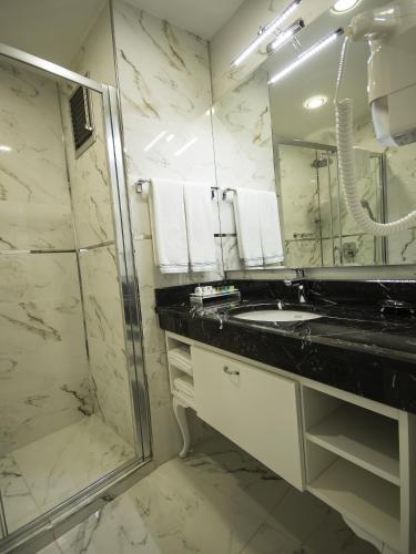 Кухня или мини-кухня в Antusa Palace Hotel & Spa