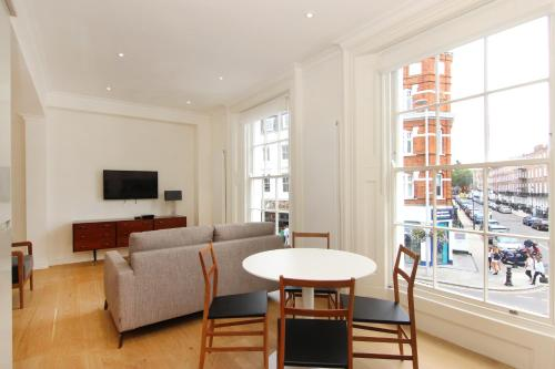 A seating area at London Lifestyle Apartments – Chelsea