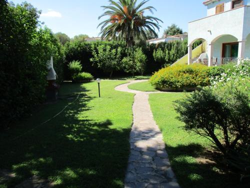 A garden outside Appartamento dei Sargassi