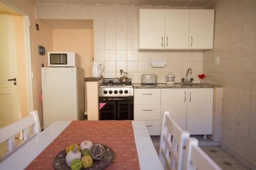 Een keuken of kitchenette bij Hualcupen Complejo Turistico