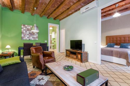 A seating area at Urban District Apartments - St. Antoni Market (3BR)