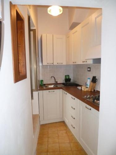 A kitchen or kitchenette at Ascoli Domus