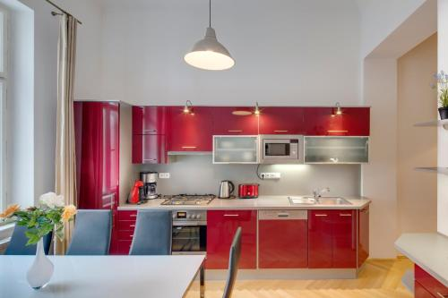 A kitchen or kitchenette at Old Town Square Apartments