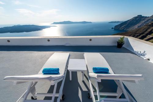 A balcony or terrace at Archontiko Santorini