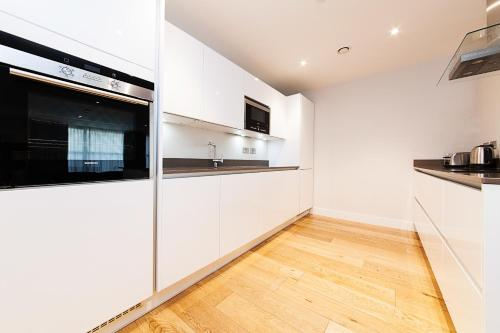 A kitchen or kitchenette at Pinnacle Residences - Central Cambridge