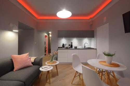 A kitchen or kitchenette at Toop Apartamenty