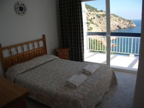 A bed or beds in a room at El Dango 2
