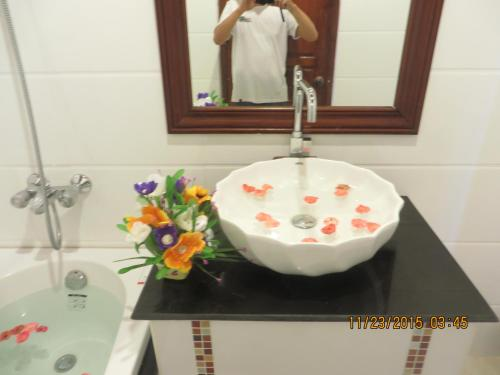 A bathroom at Villa Ban Phanluang