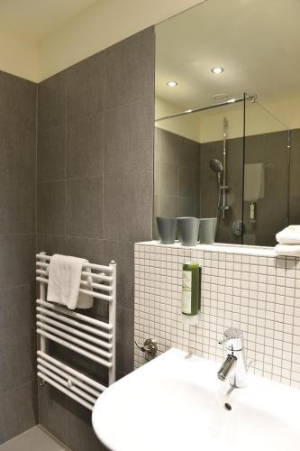 A bathroom at Landhaus Alte Schmiede