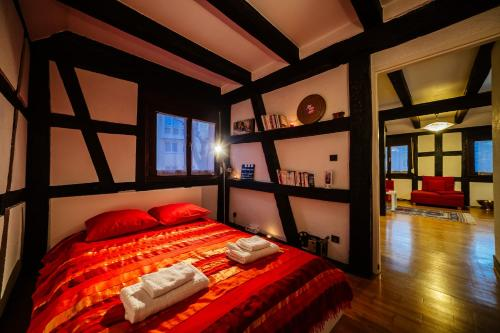 A bed or beds in a room at Appartement du Bonheur