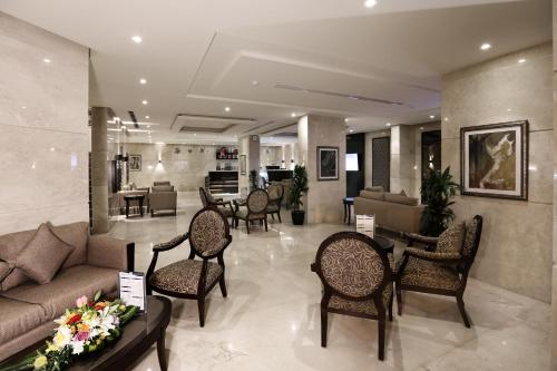 The lobby or reception area at Aswar Hotel Suites Al Olya