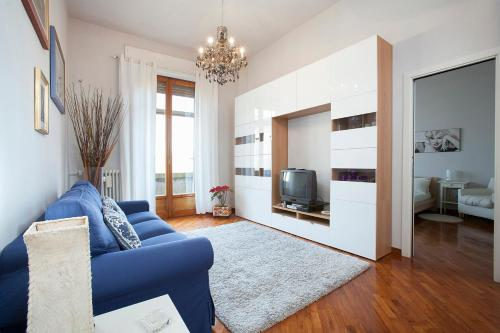 A seating area at La Gare Apartment