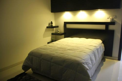 A bed or beds in a room at Maan Hotel Apartment
