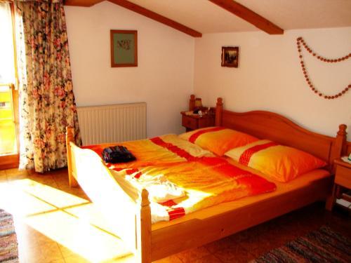 Ein Bett oder Betten in einem Zimmer der Unterkunft Ferienwohnung Haus König