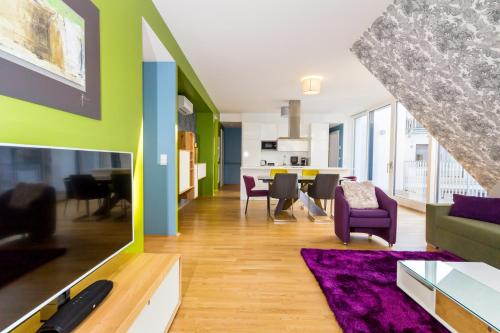 A seating area at Abieshomes Serviced Apartments - Votivpark