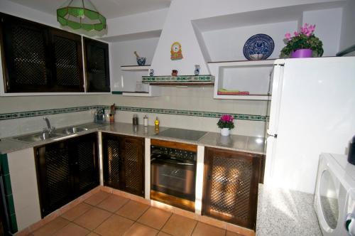 Una cocina o zona de cocina en Apartamentos Gumiel