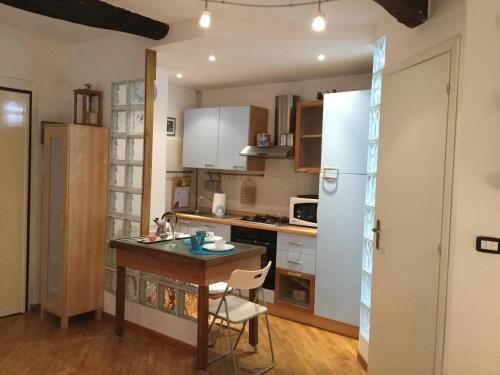 A kitchen or kitchenette at L'Angelo Pellegrino