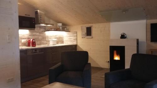 A kitchen or kitchenette at Appartements Alpenland