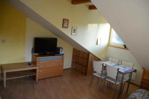 Televízia a/alebo spoločenská miestnosť v ubytovaní Apartments Tatran Donovaly