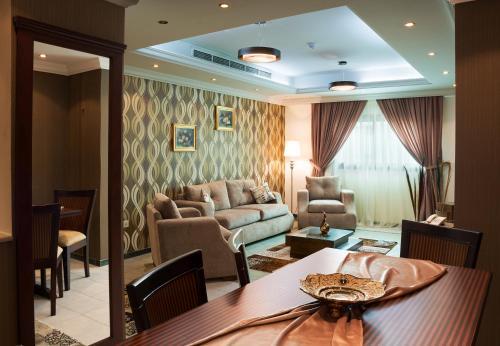 A seating area at Safari Hotel Apartment (Formerly Ewa Safari)