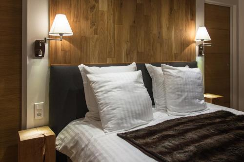 Кровать или кровати в номере La Parenthèse Apartments