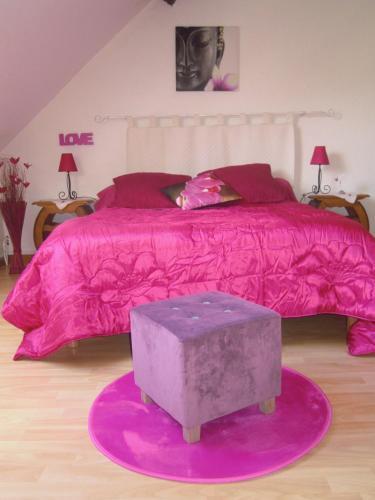 A bed or beds in a room at La Bonardière