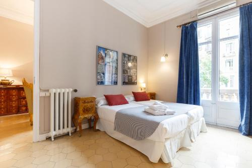 A bed or beds in a room at AinB B&B Born-Via Laietana
