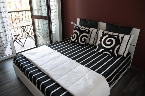 A bed or beds in a room at Cozy Suite