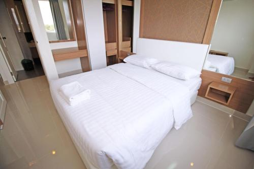 A bed or beds in a room at Amazon Residence by Pattaya Sunny Rentals