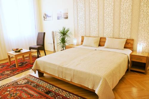 A bed or beds in a room at SuperCentral Apartment