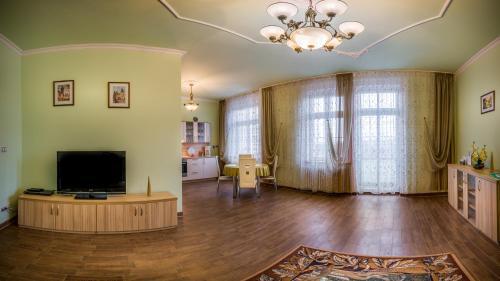 TV a/nebo společenská místnost v ubytování Apartment Elizaveta