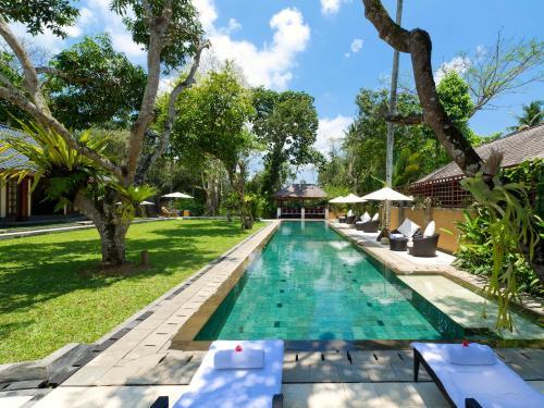 A piscina localizada em Villa San - an elite haven ou nos arredores