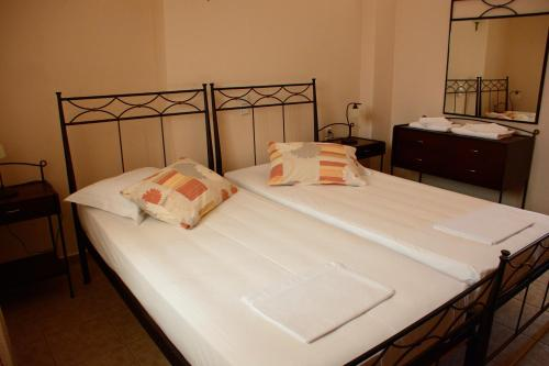 A bed or beds in a room at Asterida Villas