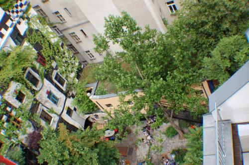 A bird's-eye view of Kunsthaus Apartments