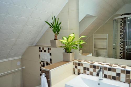 Kúpeľňa v ubytovaní FaDóra Apartman