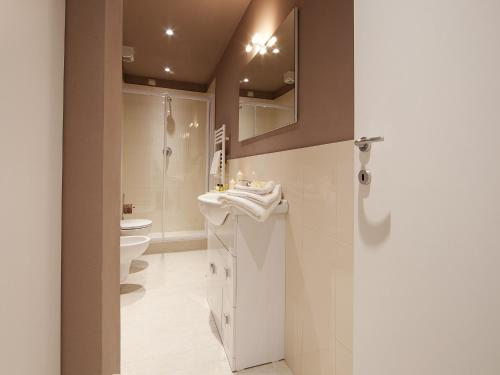 Een badkamer bij La Farina Apartments