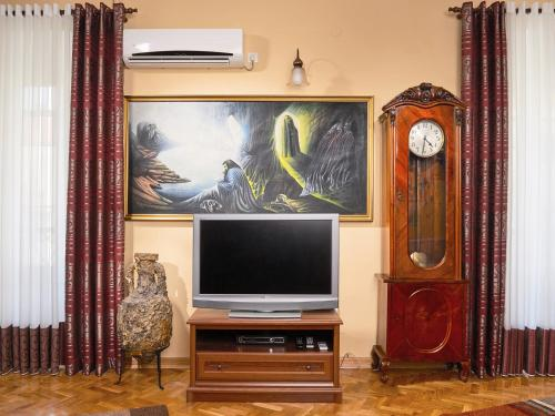 A television and/or entertainment center at Apartment Palata Bizanti