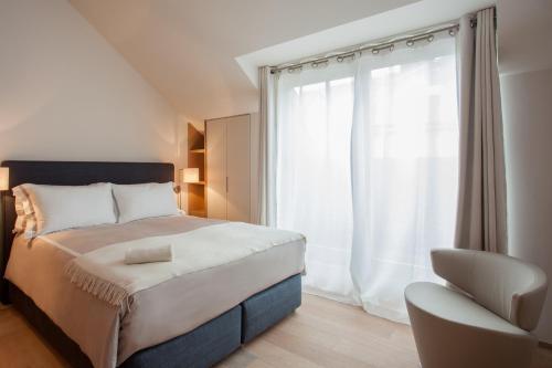 Ein Bett oder Betten in einem Zimmer der Unterkunft Guillaume Suites