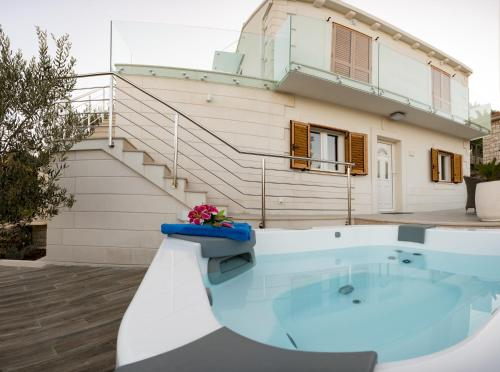 Villa Ivana with outdoor Jacuzziにあるバスルーム