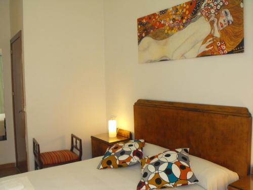 Tempat tidur dalam kamar di Karmapartment