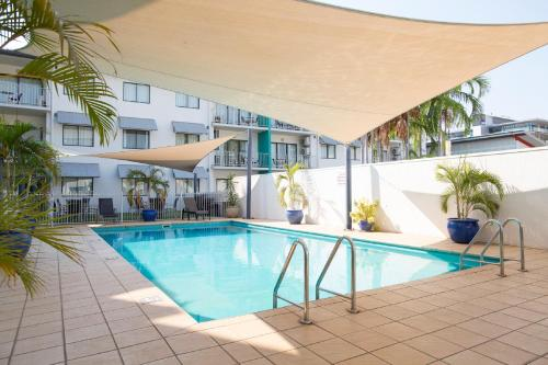 The swimming pool at or close to Metro Advance Apartments & Hotel