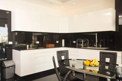 A kitchen or kitchenette at Al Hanouni Apartments
